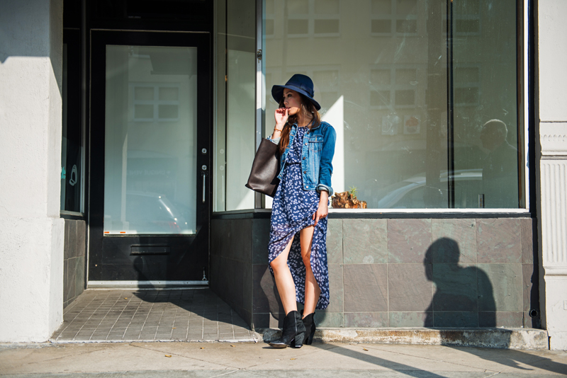 Neon Blush, Abercrombie & Fitch, Abercrombie style, AF Style, navy floral halter dress, BCBGMaxAzria hat, Everlane market tote, big leather tote, Sigerson Morrison boots