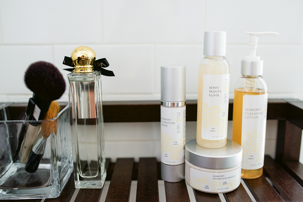 Neon Blush, Monee Cosmetics, natural and organic skincare, skincare regimen, seaberry hydration masque, seaberry hydration creme, toners, skin revival travel
